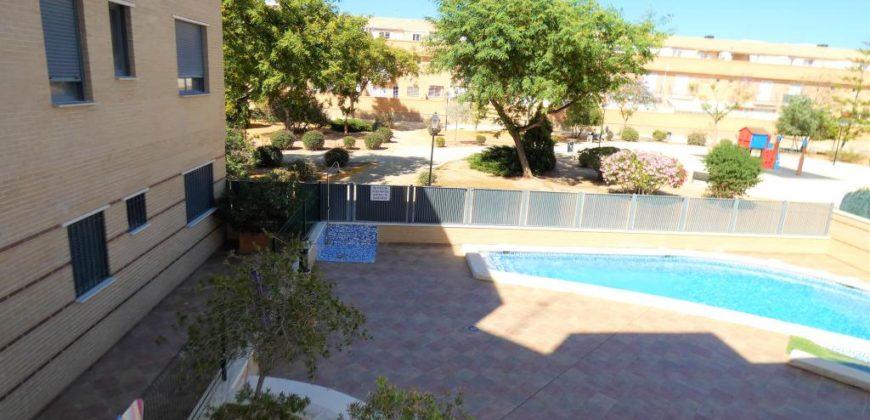 Piso con piscina y zonas comunes