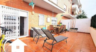 Con terraza y piscina
